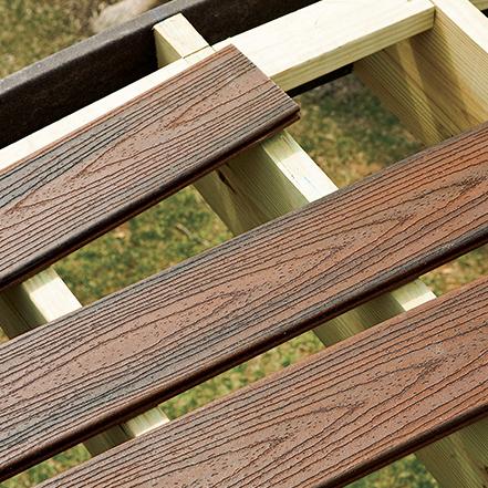 Bricolage terrasse construisez votre propre terrasse trex for Construisez votre propre plan